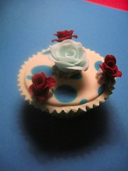 Cake Decorating Course Aberdeen : Cakes by Lyndsey   the cupcake as art Avocado Sweet