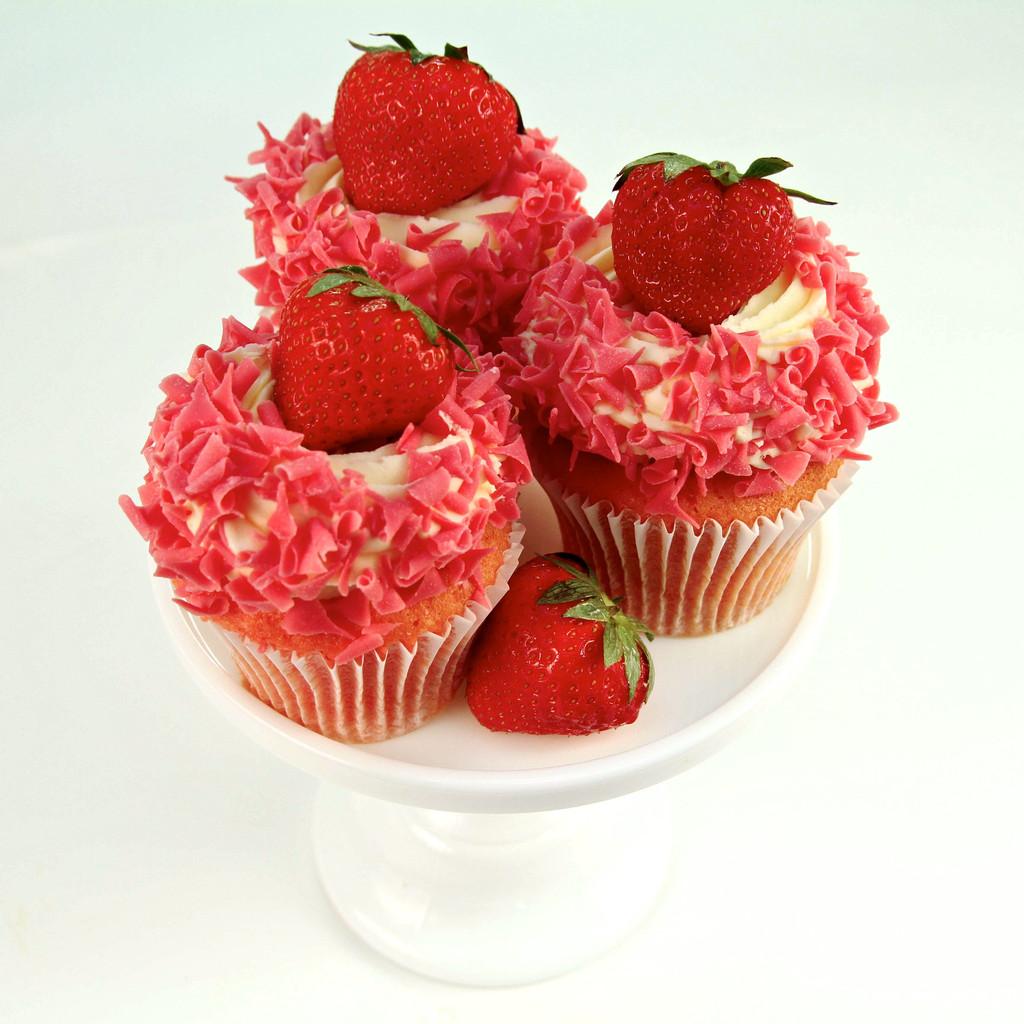 Strawberry_Dream_Cupcake_917ccffe-a866-4516-848c-aa2dbfd61512_1024x1024