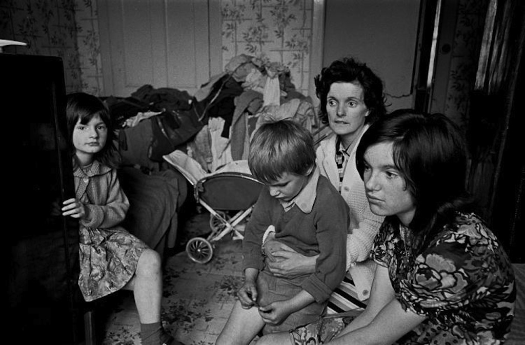 Family-living-in-an-overcrowded-tenement-flat-Glasgow-1971-378-4a