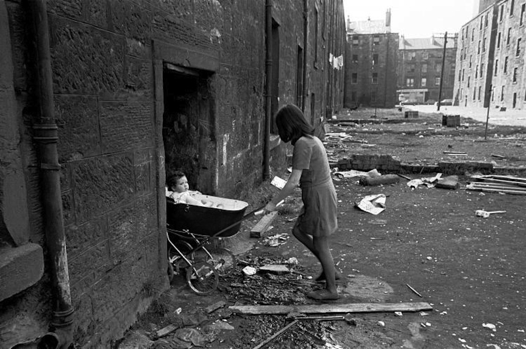 Mother-takes-her-baby-inside-her-condemned-tenement-block-Gorbals-1970