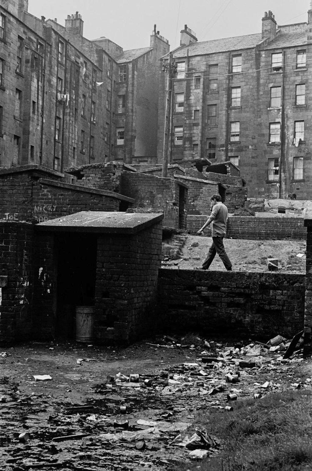 Tenement-backs-Glasgow-1971-386-17a