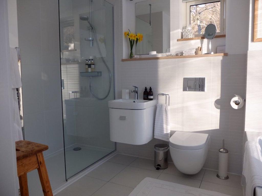 Otter bathroom 1_large