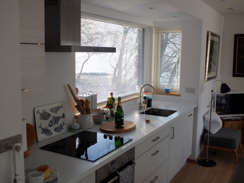 Otter kitchen_large