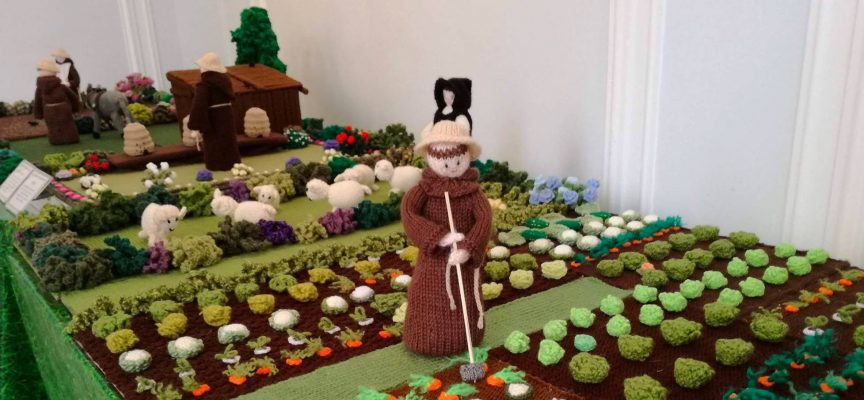The knitted monks of Culross – brilliant display in DCLG Community Gallery